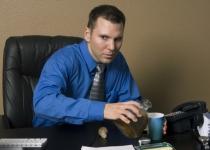 Alkoholizam na poslu – kako ga primetiti i posledice